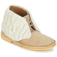 kengät Naiset Bootsit Clarks DESERT BOOT Hiekka