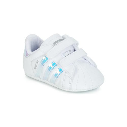 kengät Tytöt Matalavartiset tennarit adidas Originals SUPERSTAR CRIB White