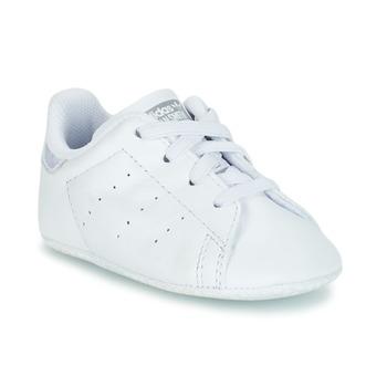 kengät Tytöt Matalavartiset tennarit adidas Originals STAN SMITH CRIB White