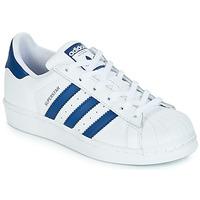 kengät Lapset Matalavartiset tennarit adidas Originals SUPERSTAR J White / Blue