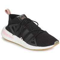 kengät Naiset Matalavartiset tennarit adidas Originals ARKYN W Black