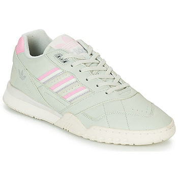 kengät Miehet Matalavartiset tennarit adidas Originals A.R. TRAINER Green