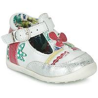 kengät Tytöt Sandaalit ja avokkaat Catimini PALOMINO White / Pink