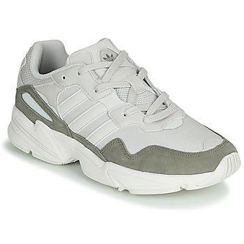 kengät Miehet Matalavartiset tennarit adidas Originals YUNG-96 White / Beige