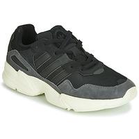 kengät Miehet Matalavartiset tennarit adidas Originals YUNG-96 Musta