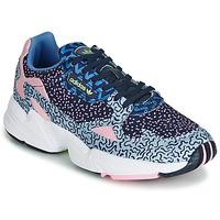 kengät Naiset Matalavartiset tennarit adidas Originals FALCON W Blue / Pink