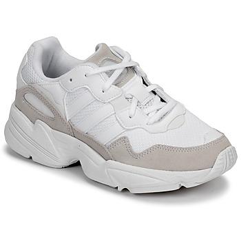 kengät Lapset Matalavartiset tennarit adidas Originals YUNG-96 J Beige