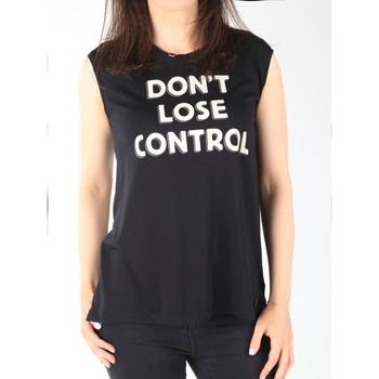 vaatteet Naiset Hihattomat paidat / Hihattomat t-paidat Lee T-shirt  Muscle Tank Black L42CPB01 black