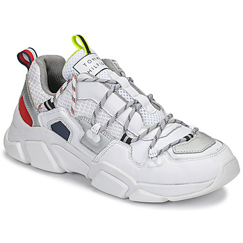 kengät Naiset Matalavartiset tennarit Tommy Hilfiger CITY VOYAGER CHUNKY SNEAKER White