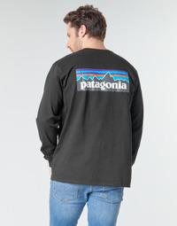 vaatteet Miehet T-paidat pitkillä hihoilla Patagonia M's L/S P-6 Logo Responsibili-Tee Musta