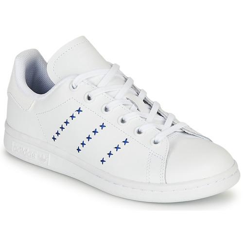 kengät Lapset Matalavartiset tennarit adidas Originals STAN SMITH J White / Blue