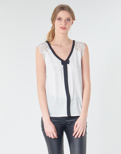 vaatteet Naiset Topit / Puserot Naf Naf CORAZON White