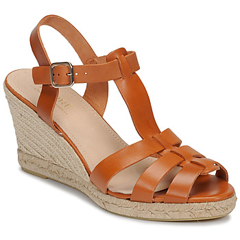 kengät Naiset Sandaalit ja avokkaat André BABORD Cognac