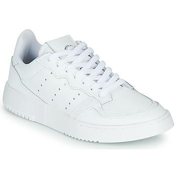 kengät Lapset Matalavartiset tennarit adidas Originals SUPERCOURT J White