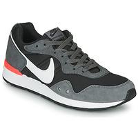 kengät Miehet Matalavartiset tennarit Nike VENTURE RUNNER Black / Grey / White