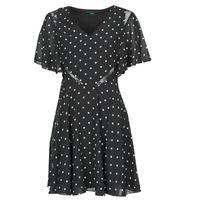 vaatteet Naiset Lyhyt mekko Guess ELLA DRESS Musta / Valkoinen