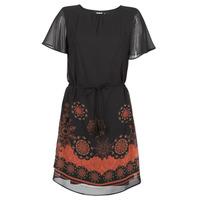 vaatteet Naiset Lyhyt mekko Desigual TAMPA Musta