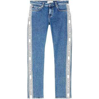 vaatteet Miehet Farkut Calvin Klein Jeans J30J316018 Sininen