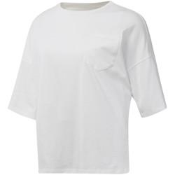 vaatteet Naiset Lyhythihainen t-paita Reebok Sport DU4048 Valkoinen