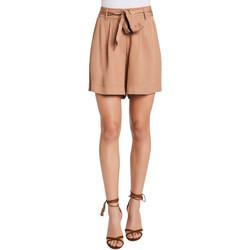 vaatteet Naiset Shortsit / Bermuda-shortsit Gaudi 011FD25016 Beige