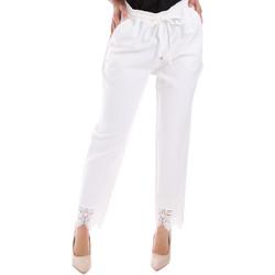 vaatteet Naiset Chino-housut / Porkkanahousut Gaudi 011FD25011 Valkoinen