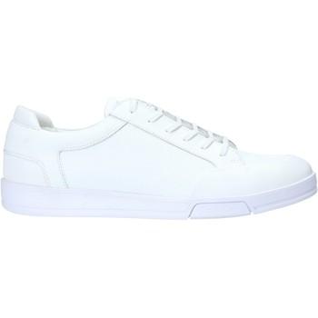 kengät Miehet Matalavartiset tennarit Calvin Klein Jeans F1854 Valkoinen