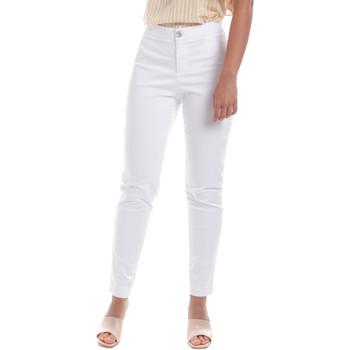 vaatteet Naiset Chino-housut / Porkkanahousut NeroGiardini E060100D Valkoinen