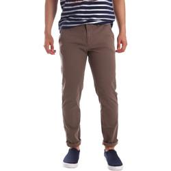 vaatteet Miehet Chino-housut / Porkkanahousut Gaudi 71FU25005 Ruskea