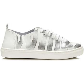 kengät Naiset Matalavartiset tennarit Guess FLOHR2 LEP12 Hopea