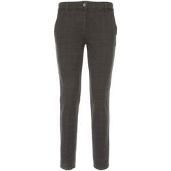 vaatteet Naiset Chino-housut / Porkkanahousut NeroGiardini A760020D Musta