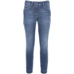 vaatteet Naiset Slim-farkut NeroGiardini A760110D Sininen