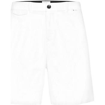 vaatteet Miehet Shortsit / Bermuda-shortsit Calvin Klein Jeans K10K105314 Valkoinen