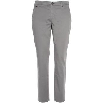 vaatteet Miehet Chino-housut / Porkkanahousut NeroGiardini P870105U Harmaa