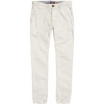 vaatteet Miehet Chino-housut / Porkkanahousut Superdry M70001TQF2 Valkoinen