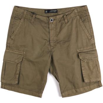 vaatteet Miehet Shortsit / Bermuda-shortsit Key Up 2P16A 0001 Vihreä
