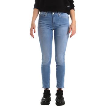 vaatteet Naiset Skinny-farkut Calvin Klein Jeans J20J211006 Sininen