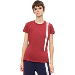 vaatteet Naiset Lyhythihainen t-paita Calvin Klein Jeans 00GWH8K169 Punainen