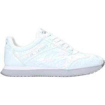 kengät Naiset Matalavartiset tennarit Calvin Klein Jeans R7806 Valkoinen