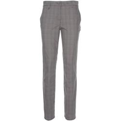 vaatteet Naiset Chino-housut / Porkkanahousut NeroGiardini P860180D Musta