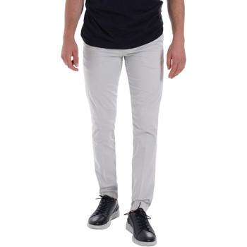 vaatteet Miehet Chino-housut / Porkkanahousut Les Copains 9U3320 Harmaa