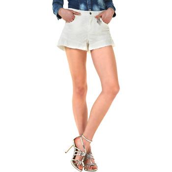 vaatteet Naiset Shortsit / Bermuda-shortsit Liu Jo F18281T9411 Valkoinen