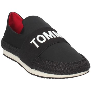 kengät Naiset Tennarit Tommy Hilfiger EN0EN00096 Musta