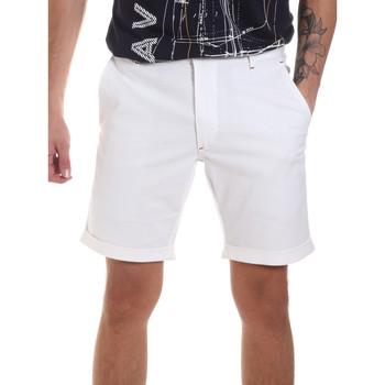 vaatteet Miehet Shortsit / Bermuda-shortsit Gaudi 811FU25023 Valkoinen