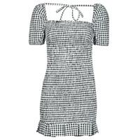 vaatteet Naiset Lyhyt mekko Guess AIDA  DRESS Musta / Valkoinen
