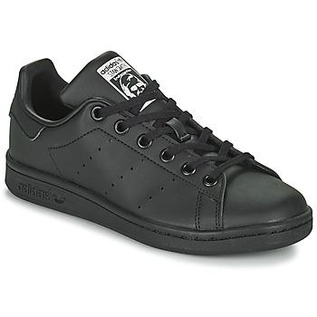kengät Lapset Matalavartiset tennarit adidas Originals STAN SMITH J SUSTAINABLE Musta