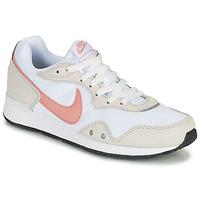 kengät Naiset Matalavartiset tennarit Nike NIKE VENTURE RUNNER Valkoinen / Vaaleanpunainen