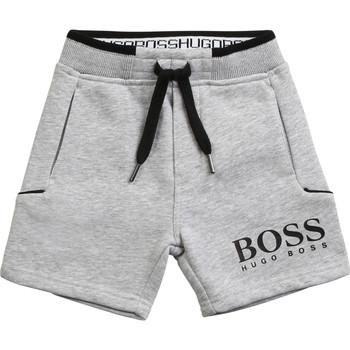 vaatteet Pojat Shortsit / Bermuda-shortsit BOSS NOLLA Harmaa