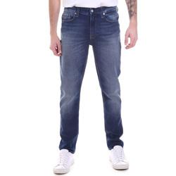 vaatteet Miehet Suorat farkut Calvin Klein Jeans K10K106200 Sininen