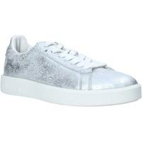 kengät Naiset Matalavartiset tennarit Diadora 201171917 Hopea