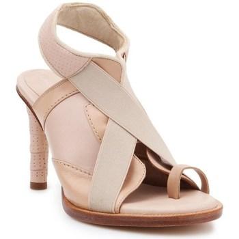 kengät Naiset Sandaalit ja avokkaat Lacoste 725FSW0000A75 Beesit